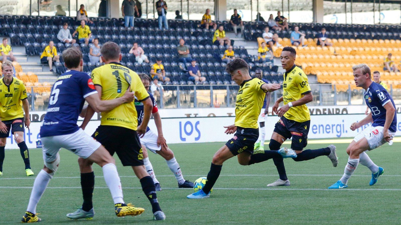 Markovic får ball fra Kabran, vender og skyter ballen i lengste hjørne. Foto: Tor Erik Schrøder / NTB scanpix