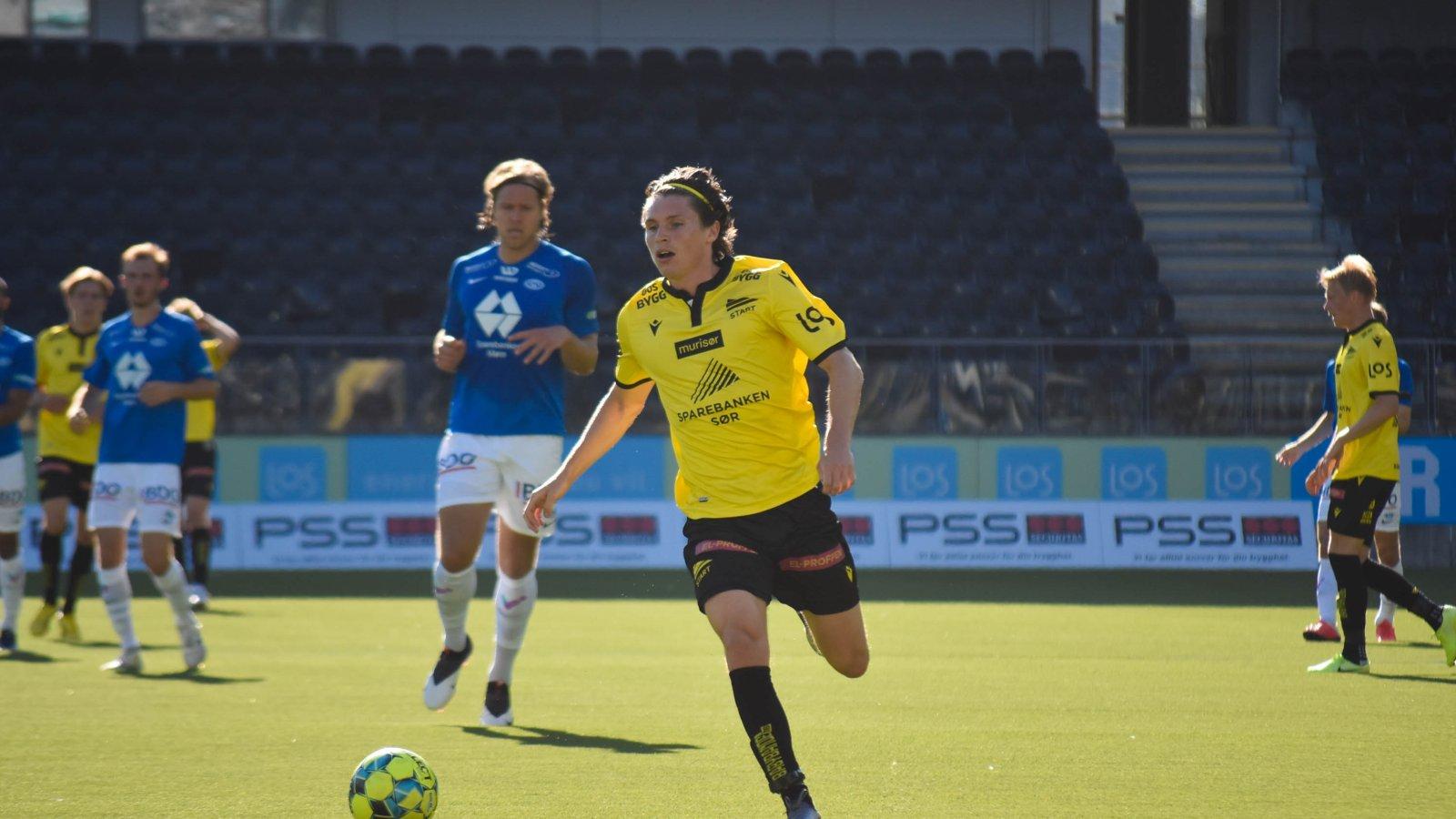 Kasper Skaanes med ball. Foto: Kristian Øverland