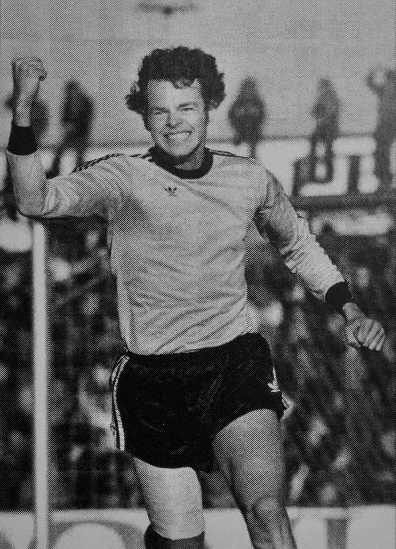 """Etter seiersmål mot Lillestrøm i 78 (hentet fra """"START i hundre"""")."""