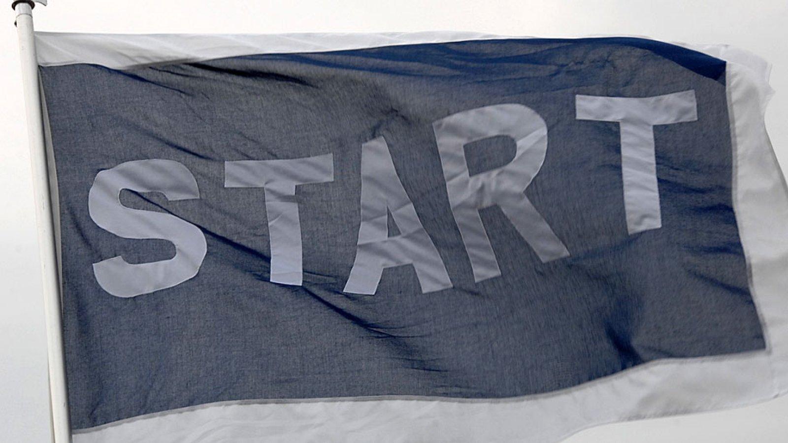 17mai IK Start flagget i vinden